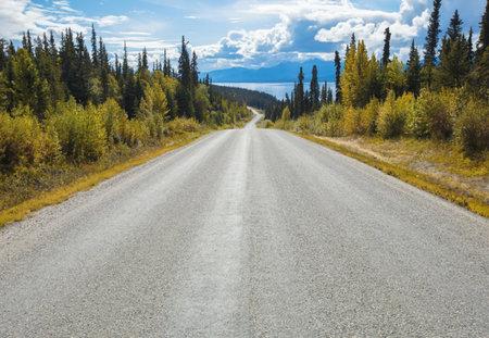 Komar Atlin Road Fotobehang National Geographic 8-532